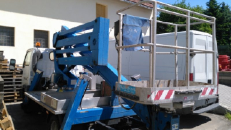 Půjčovna vysokozdvižné plošiny a nákladního automobilu