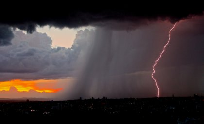 lightning-801866_1920.jpg